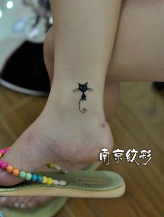 脚腕上纹身图案大全:小清新图腾类纹身