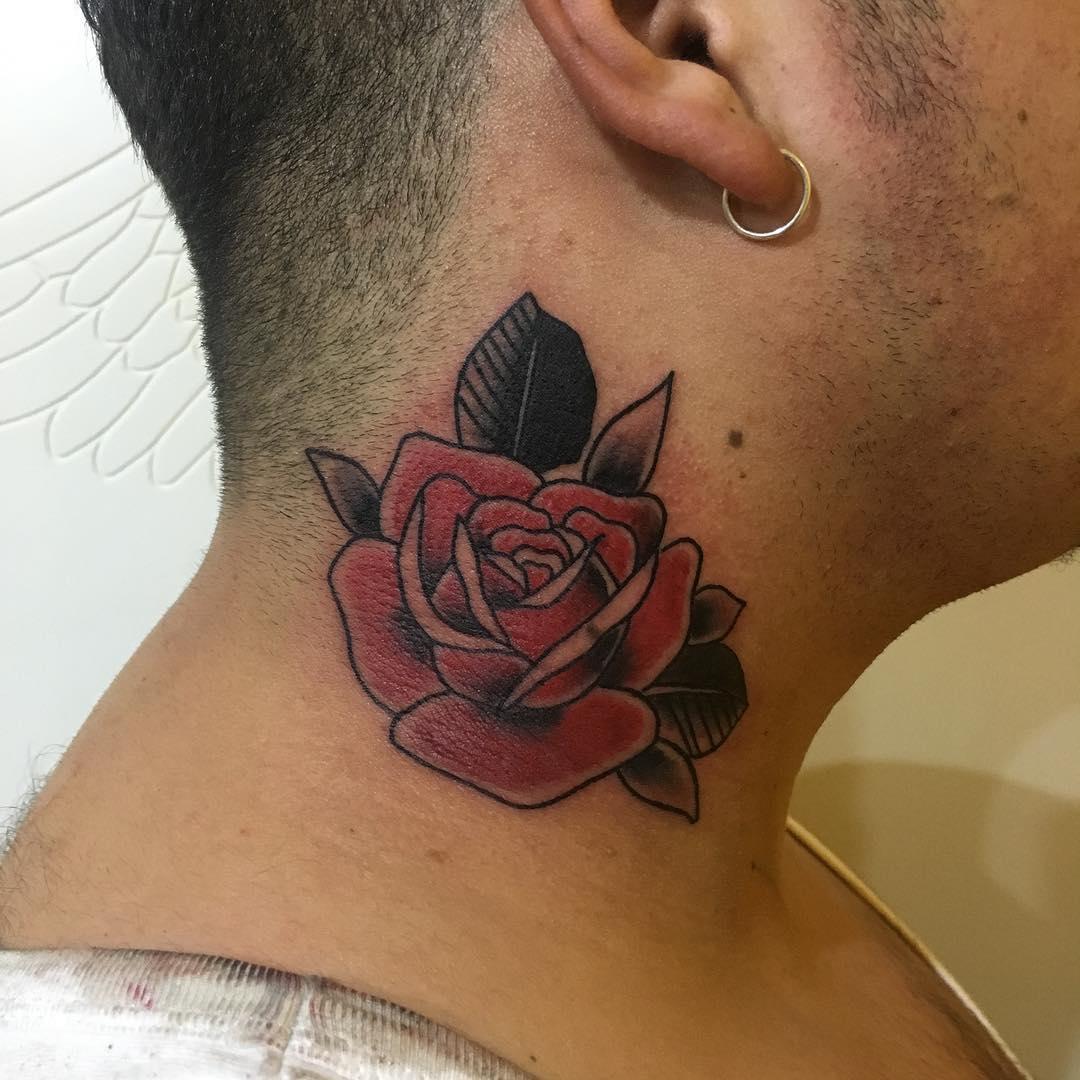 万先生颈侧oldschool玫瑰纹身图案